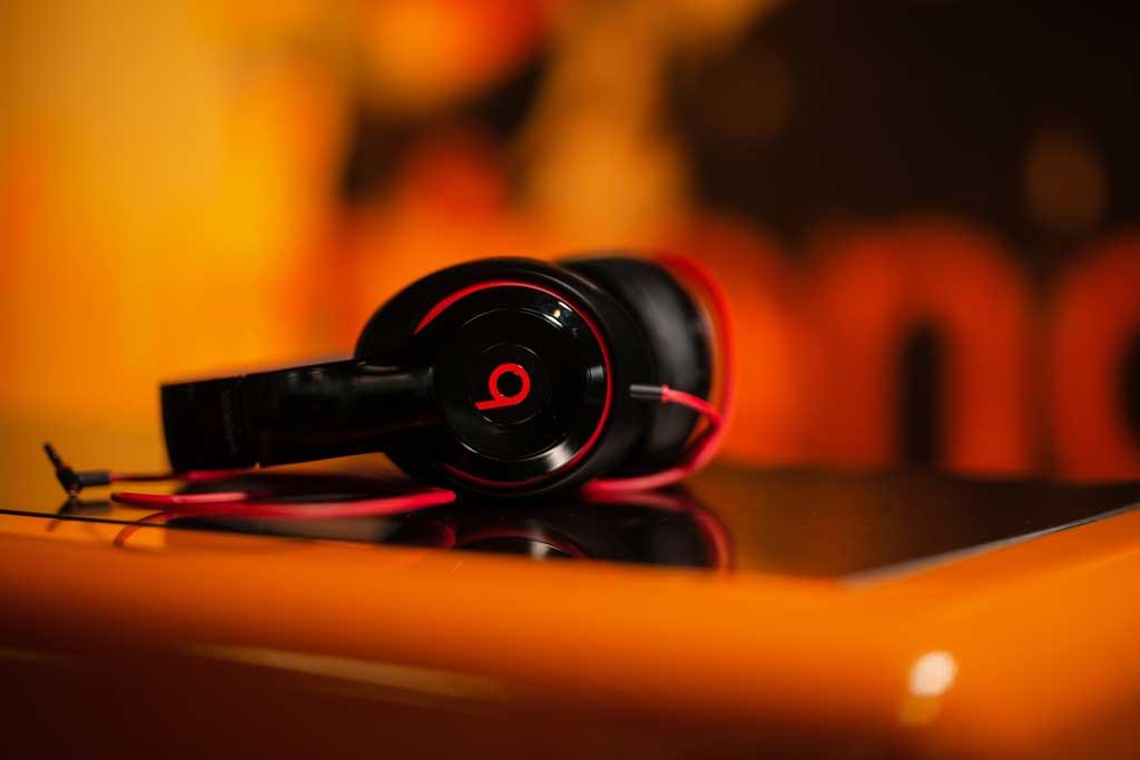 Kauf auf Rechnung Sidebar schwarze Kopfhörer